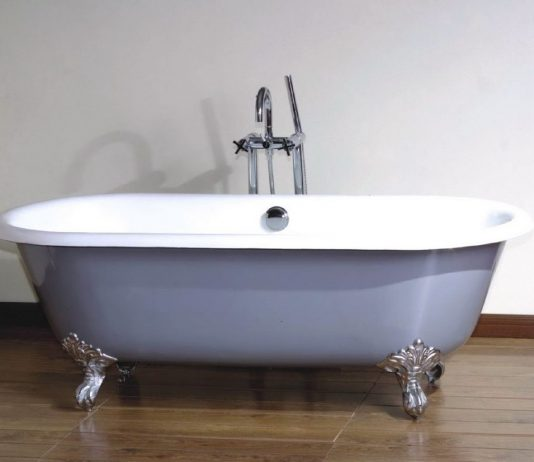 להתרענן באמבטיה